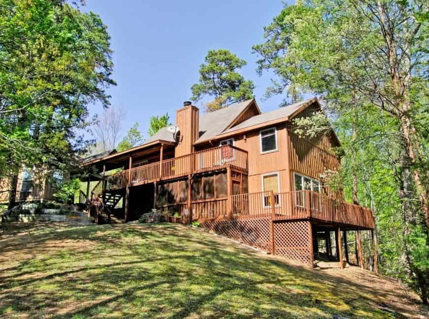 The Treehouse Lodge, a 3 bedroom cabin in Pigeon Forge.